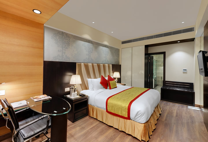 executive-suite-bedroom