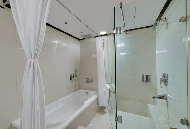 luxury-suite-bath