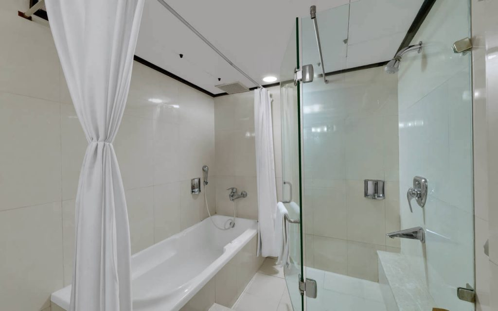 Luxury Suite Room - Bathroom